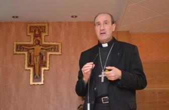 Conferencia de monseñor Jesús Fernández en Santa María la Mayor de Pontevedra