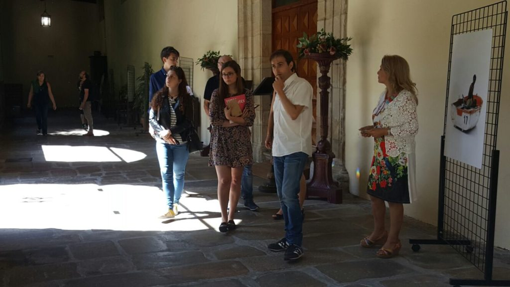 Pablo Rodríguez explica el contenido de las fotografías
